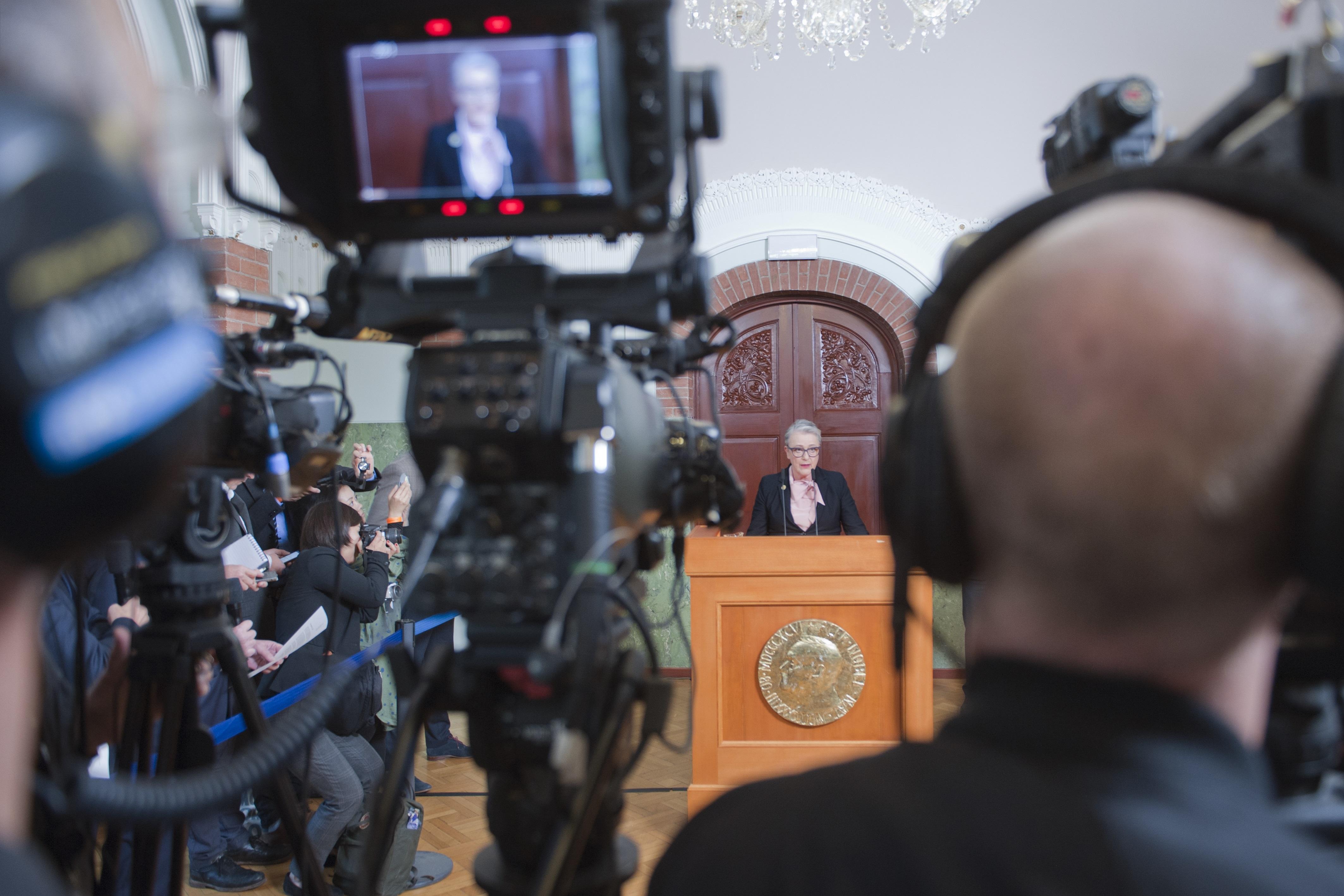 Vinner av Nobels fredspris blir annonsert på en pressekonferanse